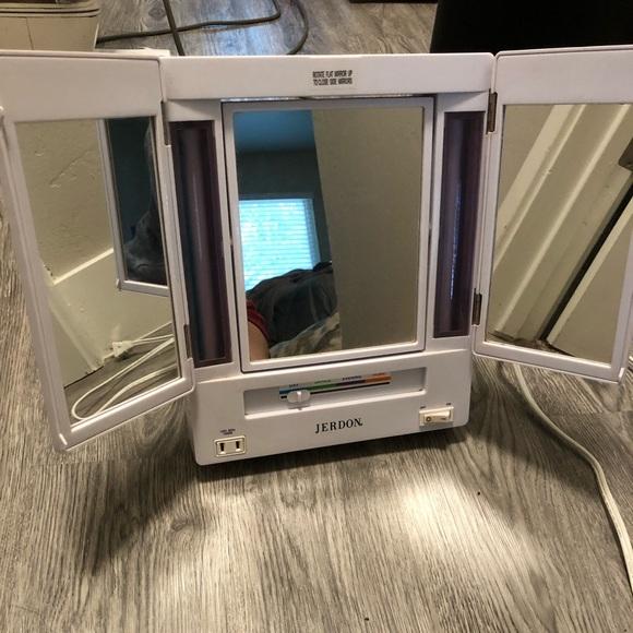 Other - Light Up Vanity Mirror